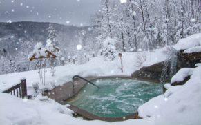 chalet-spa-natur-eau-hiver-quebec-le-mag