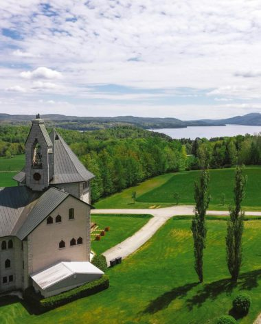 abbaye-saint-benoit-du-lac-header-estrie-cantons-de-lest-tourisme-quebec-le-mag