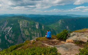 parc-national-des-hautes-gorges-de-la-rivière-malbaie-charlevoix-acropole-quebec-le-mag