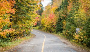 parc-national-mont-tremblant-route-automne-quebec-le-mag