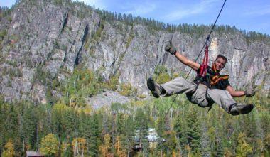 experience-adrenaline-sensation-via-ferrata-tyrolienne-quebec-le-mag