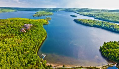 hotel-sacacomie-mauricie-lac-sacacomie-quebec-le-mag