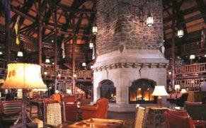 fairmont-chateau-montebello-lobby-quebec-le-mag