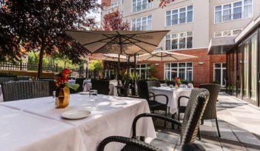 hotel-le-saint-sulpice-vieux-montreal-terrasse-sinclair-quebec-le-mag