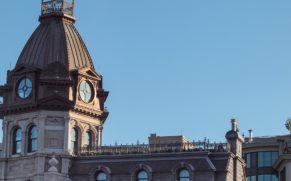 quartier-vieux-montreal-horloge-quebec-le-mag