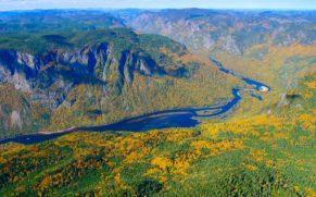 parc-national-des-hautes-gorges-de-la-rivière-malbaie-charlevoix-vue-du-ciel-quebec-le-mag