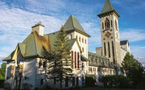 abbaye-saint-benoit-du-lac-facade-quebec-le-mag