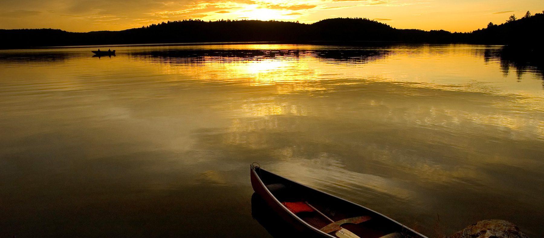 coucher-du-soleil-kayak-pourvoirie-charlevoix-quebec-le-mag