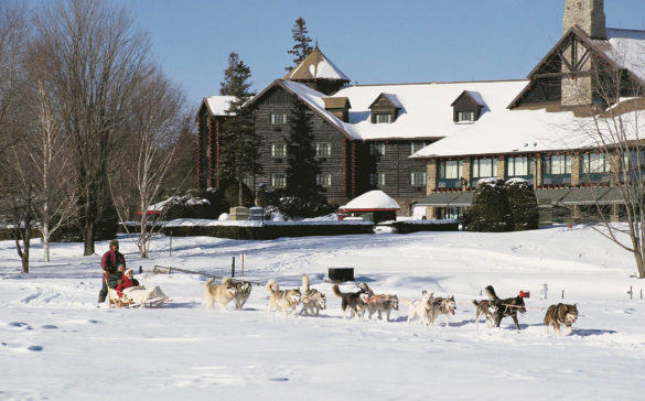 fairmont-chateau-montebello-hiver-chien-traineau-quebec-le-mag