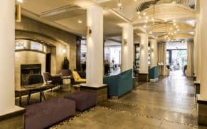 lobby-hotel-le-saint-sulpice-vieux-montreal-quebec-le-mag