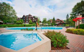 fairmont-chateau-montebello-piscine-quebec-le-mag