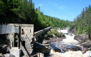 conduite-eau-parc-national-du-trou-de-la-fee-saguenay-quebec-le-mag
