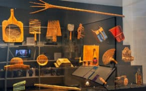 exposition-attache-ta-tuque-outils-musee-pop-quebec-le-mag