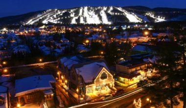 Mont-saint-sauveur-hiver-pistes-de-ski-illuminees-quebec-le-mag
