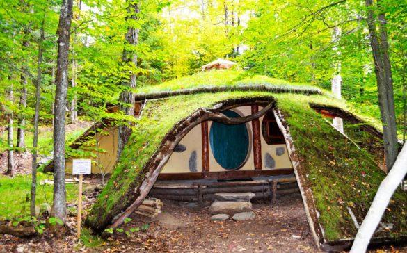 les-toits-du-monde-laurentides-maison-des-hobbits-hebergement-quebec-le-mag