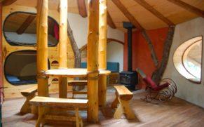 les-toits-du-monde-laurentides-hebergement-maison-des-hobbits-quebec-le-mag