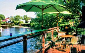 restaurant-Mouton-Noir-terrasse-exterieure-charlevoix-quebec-le-mag