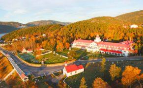 hotel-tadoussac-vue-baie-saint-laurent-automne-quebec-le-mag