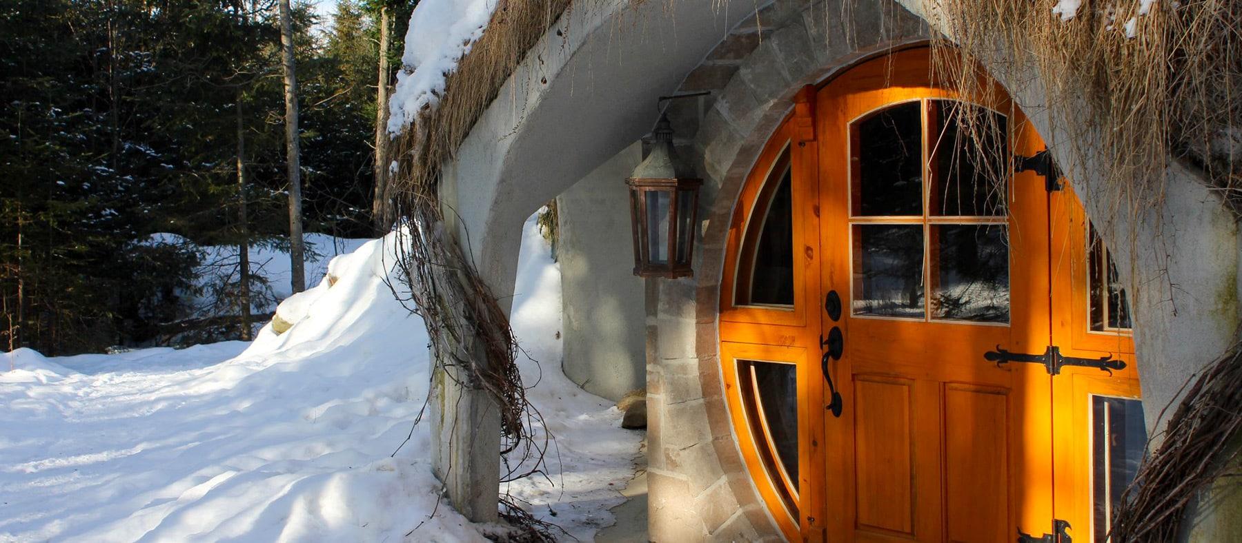 entre-cime-et-racine-maison-hobbit-hiver-quebec-le-mag