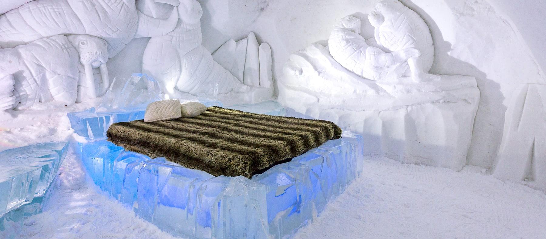 hotel-de-glace-quebec-hebergement-insolite-hiver-quebec-le-mag