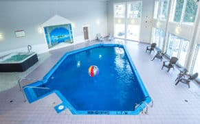 hotel-vacances-tremblant-laurentides-piscine-centre-aquatique-quebec-le-mag