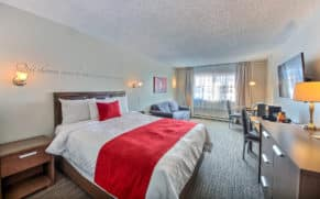 chambre-double-hotel-chateau-roberval-saguenay-lac-saint-jean-quebec-le-mag