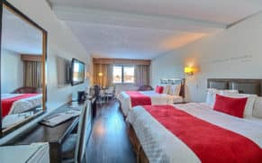 chambre-double-queen-hotel-chateau-roberval-saguenay-lac-saint-jean-quebec-le-mag