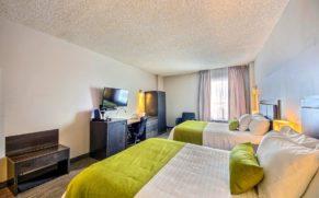 chambre-lit-double-hotel-du-jardin-saguenay-lac-saint-jean-quebec-le-mag