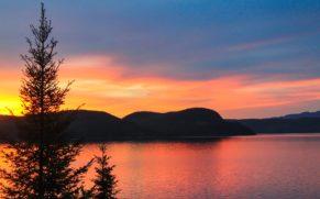 coucher-de-soleil-auberge-de-la-riviere-saguenay-chalet-quebec-le-mag