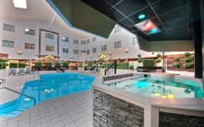 piscine-hotel-chateau-roberval-saguenay-lac-saint-jean-quebec-le-mag