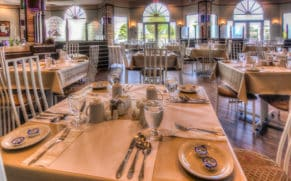 salle-a-manger-hotel-du-jardin-saguenay-lac-saint-jean-quebec-le-mag