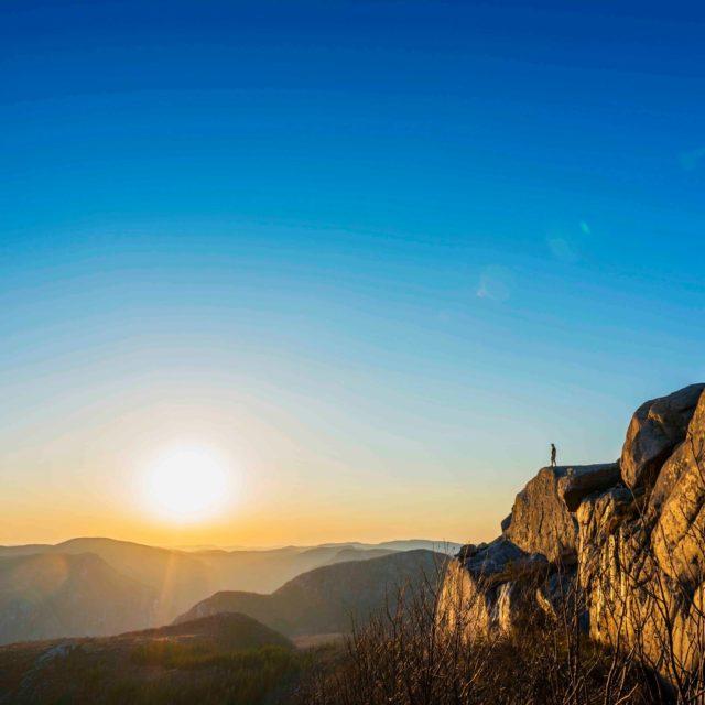 Complètement sous le charme de Charlevoix 🌅 📸 - @deschenesphotographe  . . . #quebeclemag #quebec #qc #charlevoix #parcdesgrandsjardins #explorequebec #explorecanada #beautifuldestinations #travel #travelgram #travelphotography #travelblog #outdoors #onatousbesoinduquebec